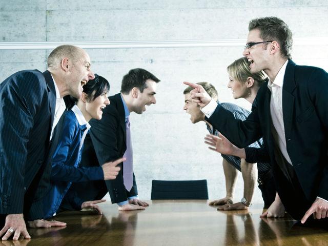 Провокаторы создают конфликты, но сами не ругаются