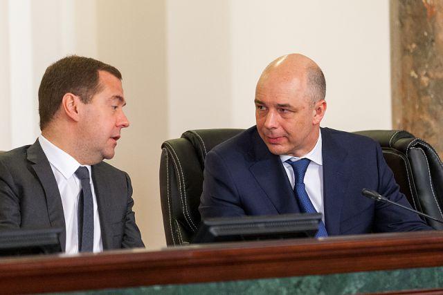 Глава Минфина Антон Силуанов предложил Дмитрию Медведеву «улучшить валютный контроль».