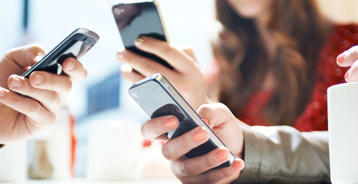 В диджитал век появились сотрудники, у которых уже есть босс - его собственный смартфон.